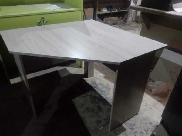 Угловой письменный стол 1300*1300*750мм