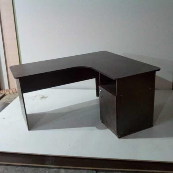 Стол угловой для офиса