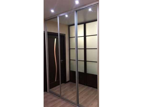 Дверь шкафа-купе зеркальная