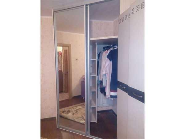 Шкаф-купе угловой двери зеркало 3
