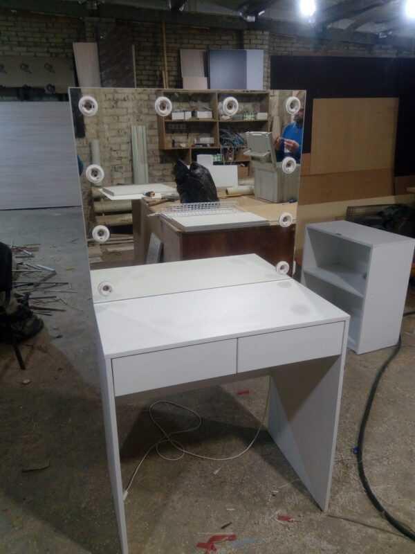 Стол для визажиста гримёрный с ящиками