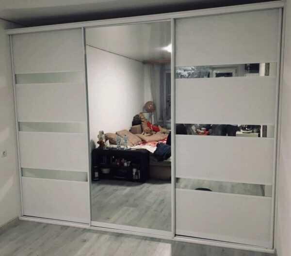 Шкаф купе встроенный от производителя зеркало с пескоструем