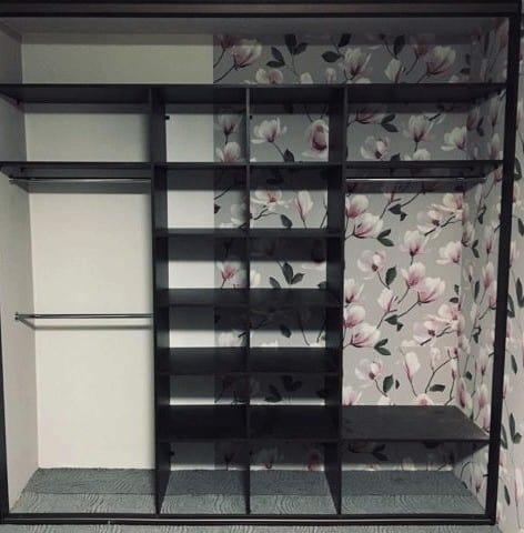 Шкаф купе встроенный с зеркальными дверями 1
