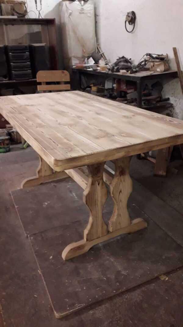 Стол для кафе из массива состаренного дерева