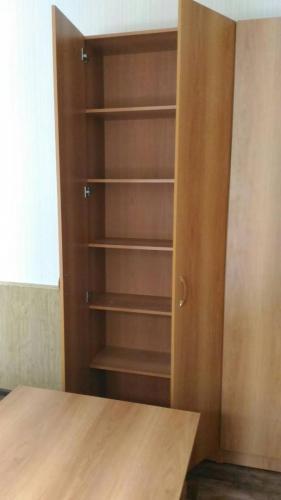 Шкаф офисный двери ЛДСП с полками