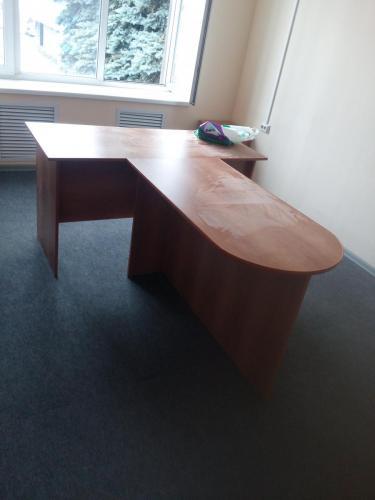 Стол офисный с приставкой