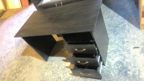 стол письменный с ящиками и полкой